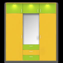 Распашной трехстворчатый шкаф