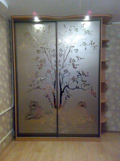 Декоративная пленка на зеркало шкафа фото